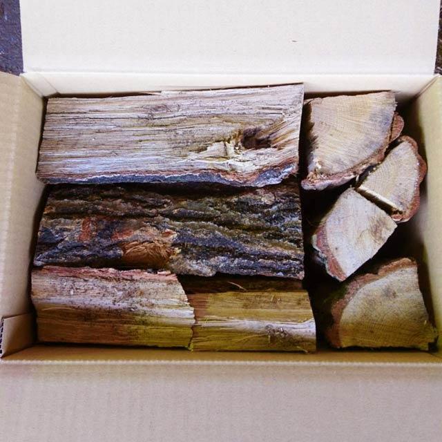ナラ乾燥薪26cm大中割 12kg×24箱(288kg)