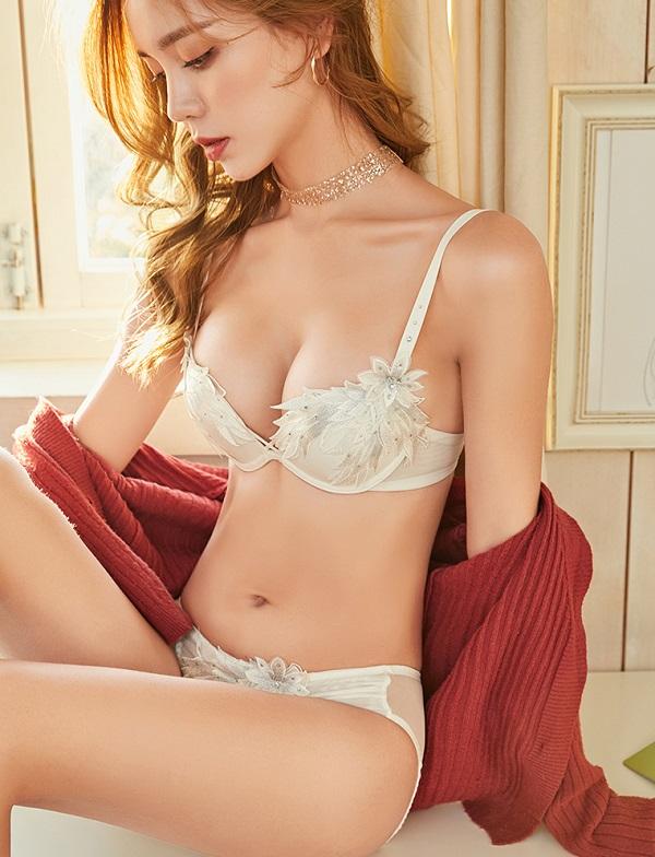 フラワー刺繍高品質下着セット( ホワイト)《かわいいコスプレランジェリー》【Malymoon/マリームーン】【2693】