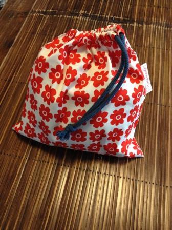 抱っこひも巾着袋(赤花)