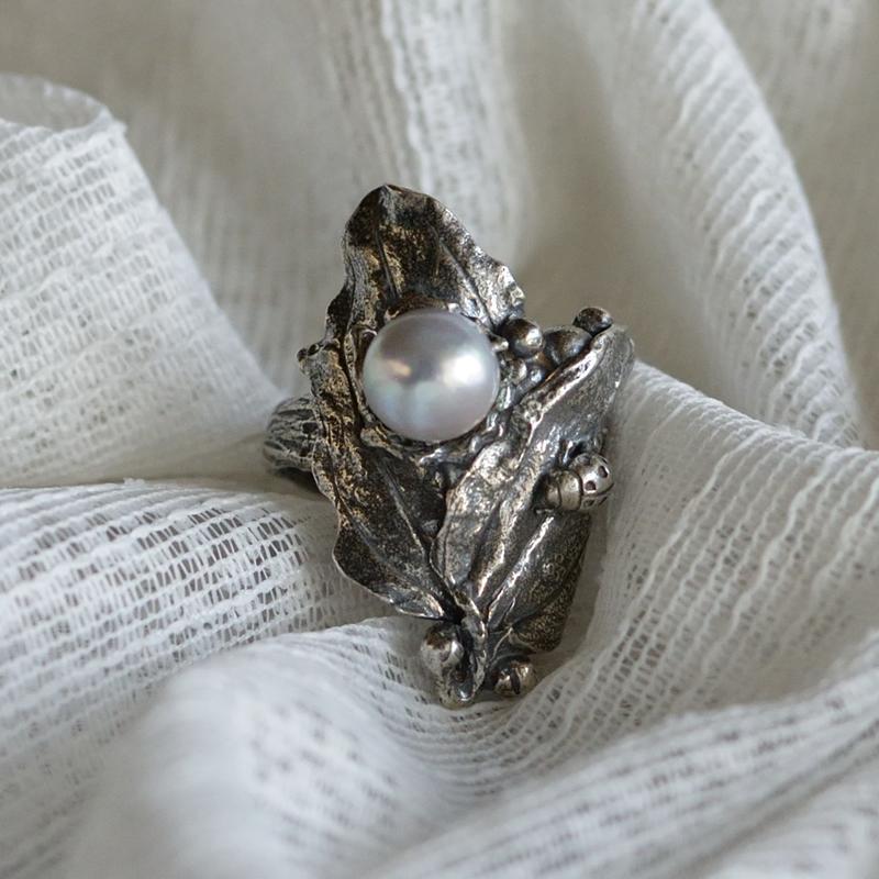 澄んだ透明感のナチュラルブルーパールの個性溢れる指いっぱいの指輪。大珠8.5ミリUPでゴージャスに【あこや真珠】【バロック真珠】
