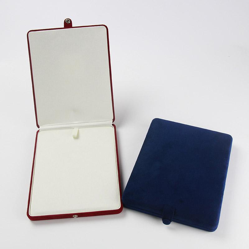 パールキーパー ネックレス用(真珠専用保管ケース) 真珠をいつまでもやさしく保護する湿度調整剤「パールソーブ」と、吸水・吸油効果の優れた「ハイテク繊維」、金属を錆から守る「防錆効果」を備えたジュエリーケース。