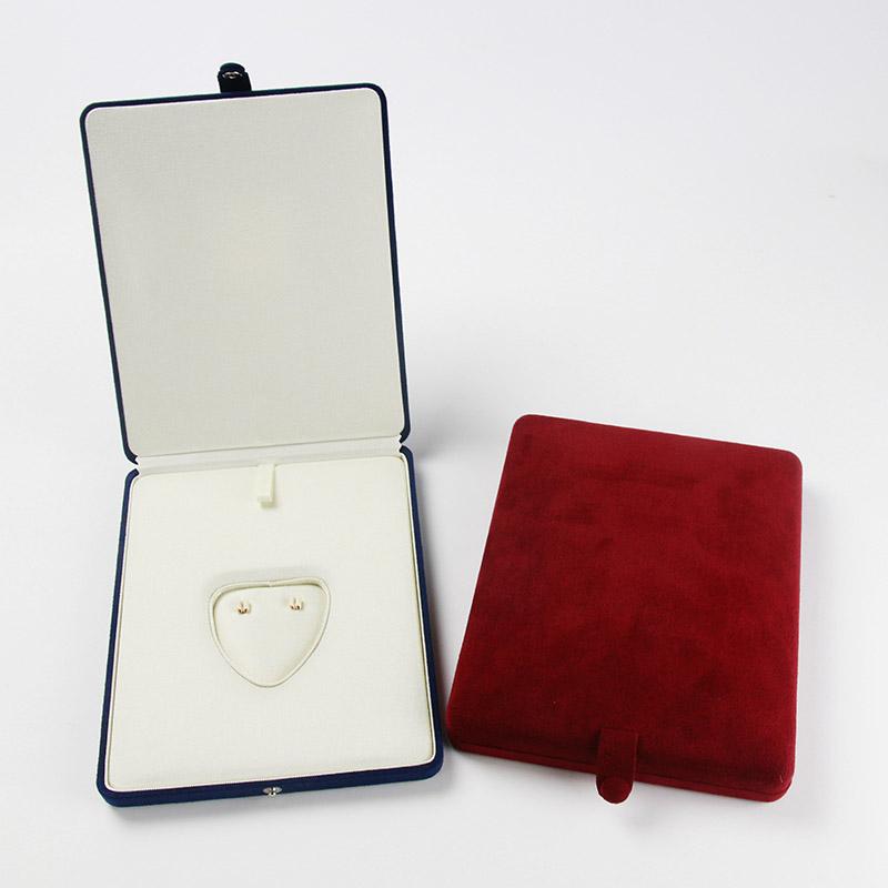 パールキーパー ネックレス・イヤリングセット用(真珠専用保管ケース)真珠をいつまでもやさしく保護する湿度調整剤「パールソーブ」と、吸水・吸油効果の優れた「ハイテク繊維」、金属を錆から守る「防錆効果」を備えたジュエリーケース。