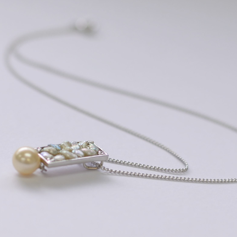 オリジナルあこやケシとイエローパールの四角モチーフのペンダント【あこや真珠】silver925製