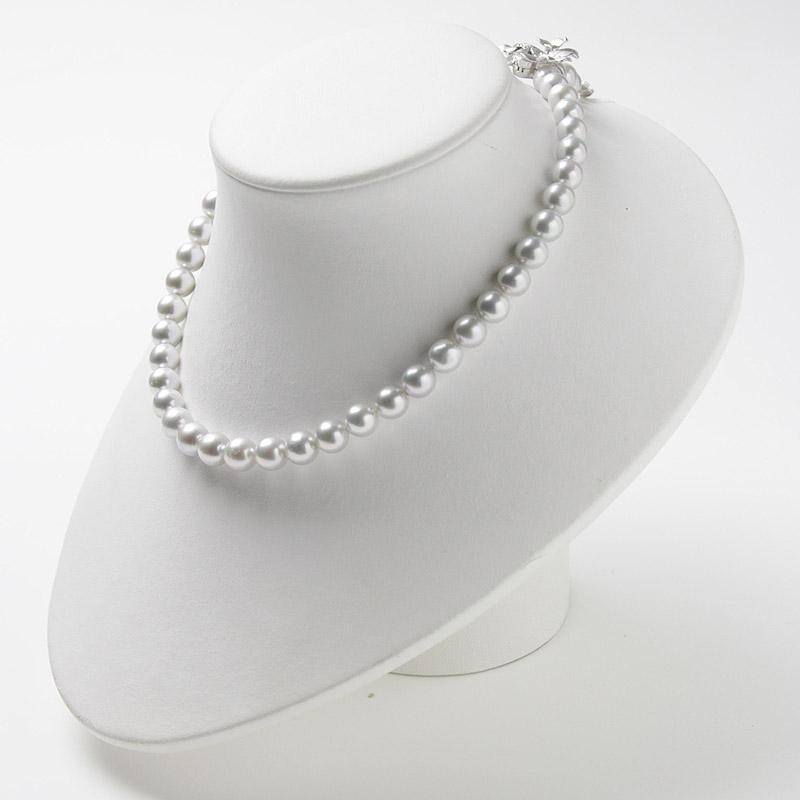 優しいグレー系パール大珠8mm−9mmお値打ちネックレス。不祝儀やお洒落使いにも活躍 40歳からの二本目やプレゼントにお勧め…お洒落な留め金マグピタ付き【あこや真珠】