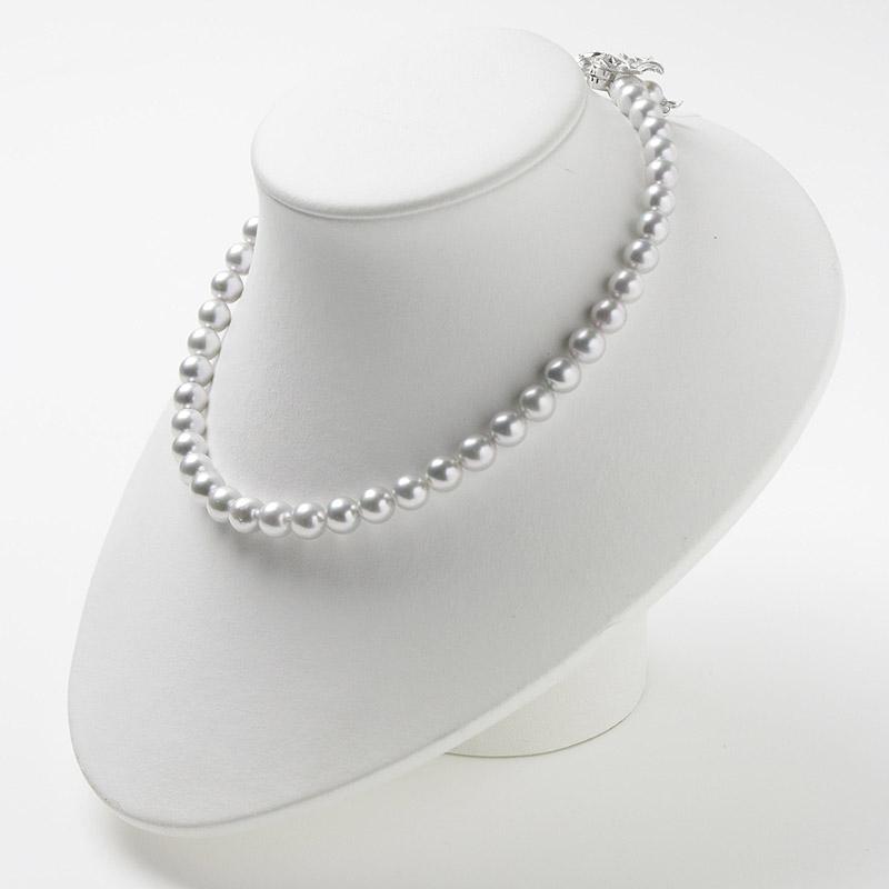 優しいグレー系パールの大珠8mm−9mmお値打ちネックレス。不祝儀やお洒落使いにも活躍 40歳からの二本目やプレゼントにお勧め…お洒落な留め金マグピタ付き【あこや真珠】