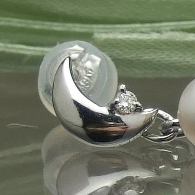 K18ホワイトゴールド月の雫パールとダイヤのピアス 【あこや真珠】【再販】