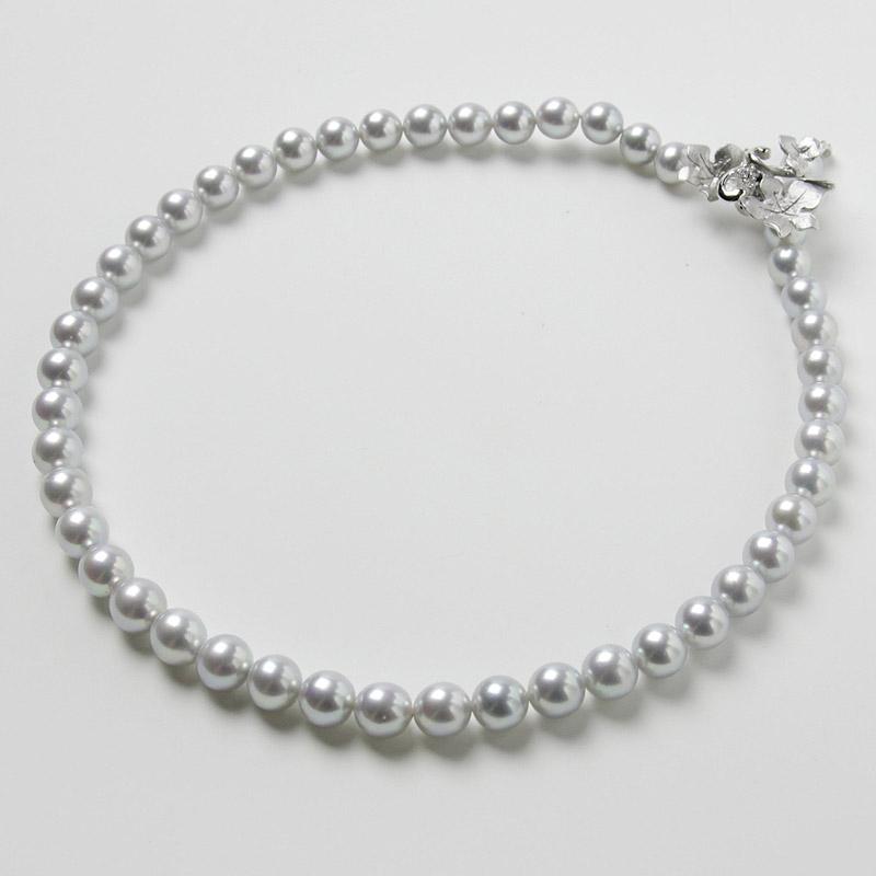淡いグレー系パールの大珠8mm−9mmお値打ちネックレス。不祝儀やお洒落使いにも活躍 40歳からの二本目やプレゼントにお勧め…お洒落な留め金マグピタ付き【あこや真珠】