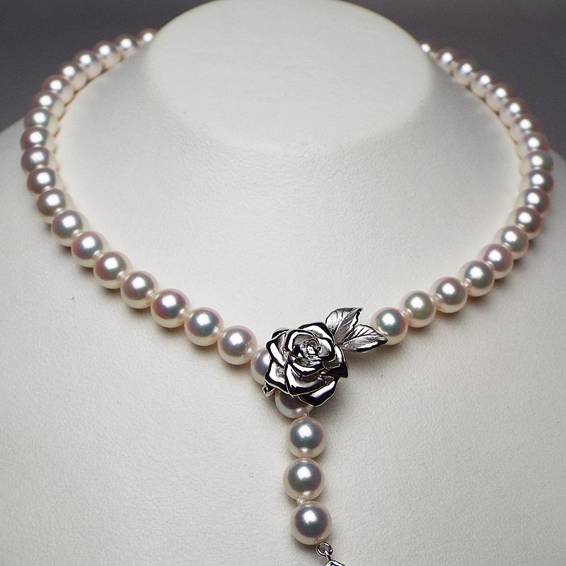 とっておきの逸品をプレゼントに、最上級ホワイト系ピンクパールは20代〜50代の方にお勧め7mm−8mmネックレス。華やかの中に重厚な気品際立つお品・・・お洒落な留め金付き【あこや真珠】