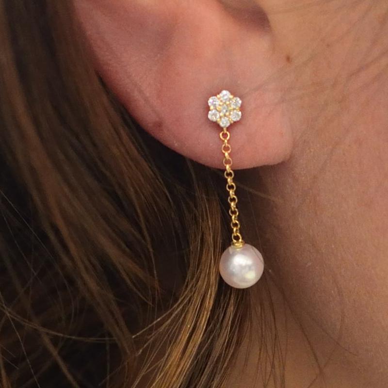 K18金 まばゆい輝きのダイヤと最高級のベビーパールの贅沢なピアス 【あこや真珠】