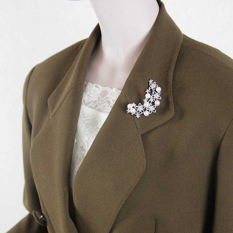 真珠7粒散りばめられたお花をモチーフのブローチ【あこや真珠】【再販】