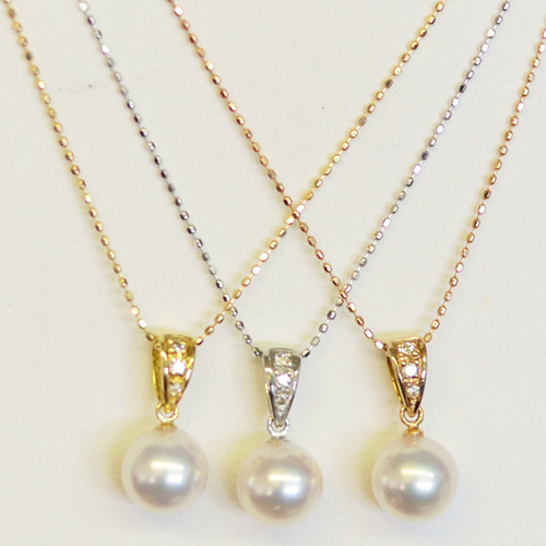 WG 珠玉7.8mm前後のパールとダイヤがアクセントのペンダント【あこや真珠】