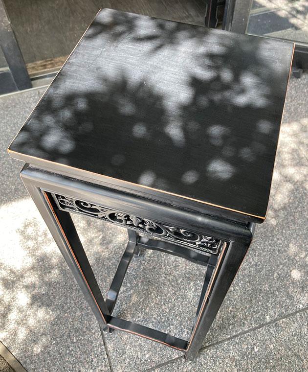 透かし彫刻の香台 / 黒アンティーク仕上げ (S)