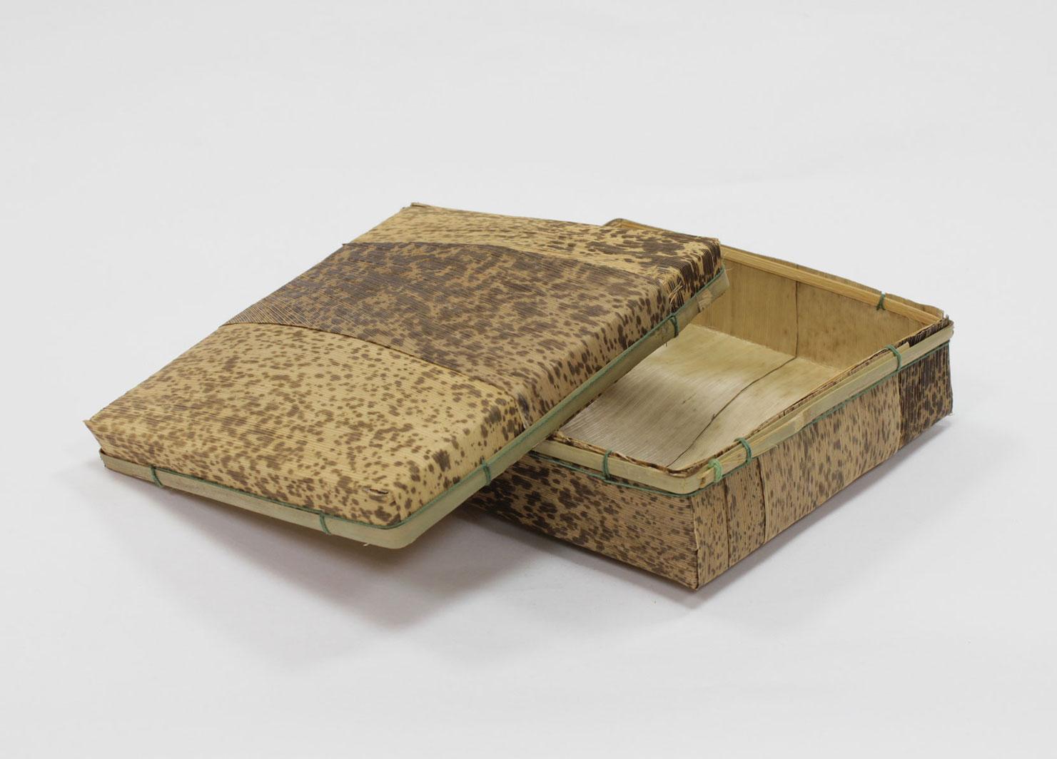 竹皮容器 角