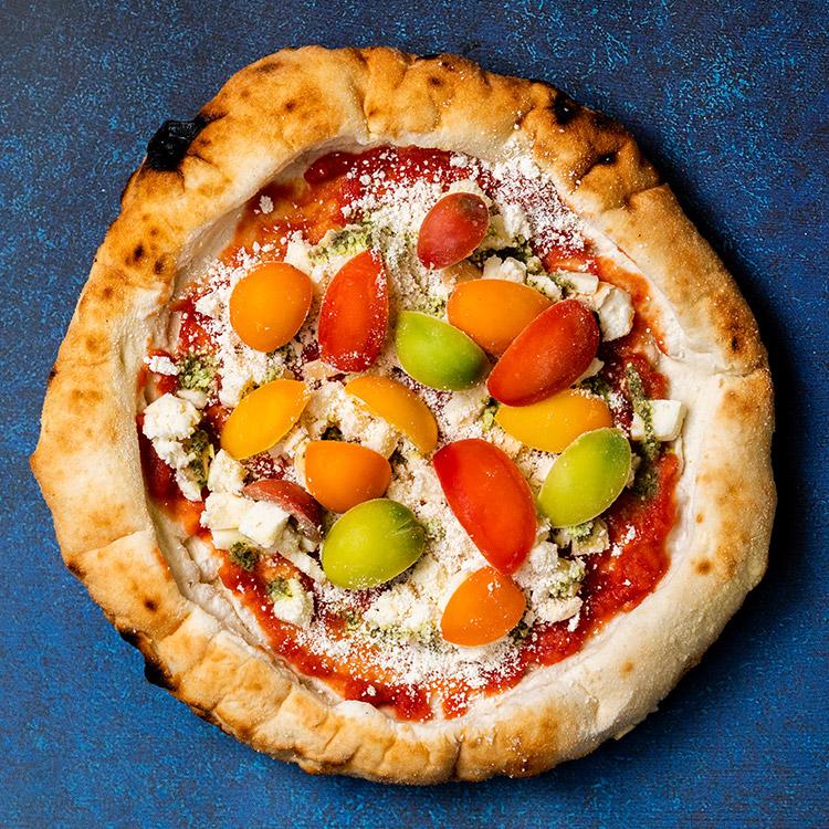 MOHAYA(季節の厳選トマトと燻製モッツアレラチーズのマルゲリータ)