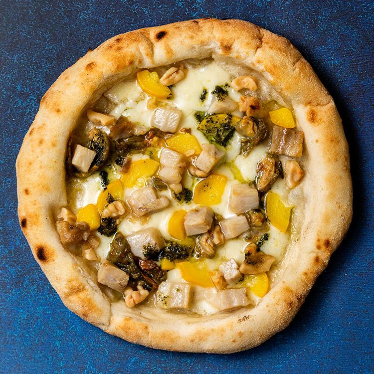 コンフィ ディ ハマポーク(ハマポークのコンフィとズッキーニの花のピザ)