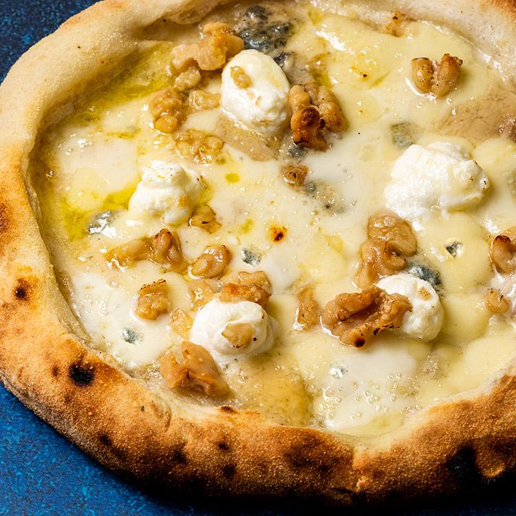 チンクエ フォルマッジ(5種のチーズとクルミのピザ)