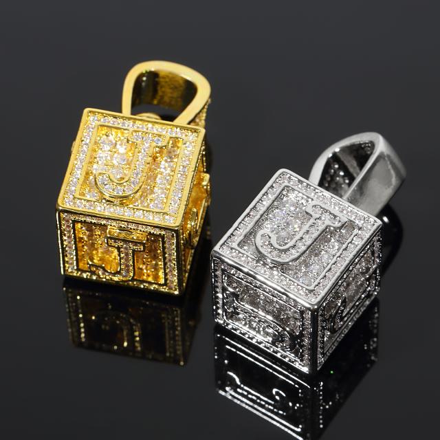 キュービック 3D ペンダント CZダイヤ(キュービックジルコニア)イニシャル J Cubic