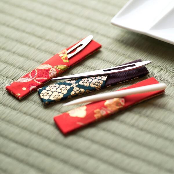 黒文字 ステンレス 刺繍袋入り(赤) (茶道具セット 茶道 薄茶用 抹茶 ギフト 贈り物)