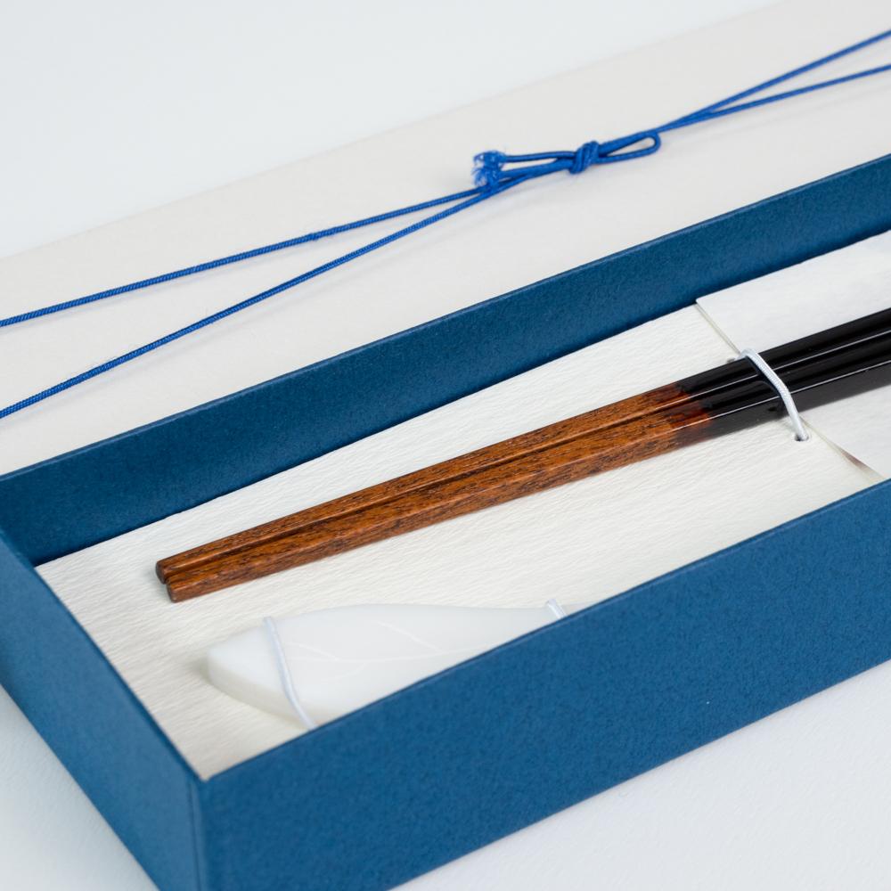 【アウトレット】雷光 黒 23cm シェル木の葉箸置付 ギフト箱付