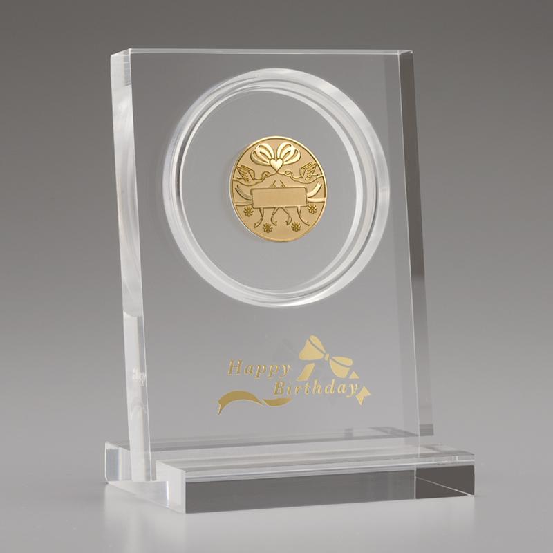 お誕生おめでとう!メダル メダルとアクリルスタンドのセット 純金製 リボン