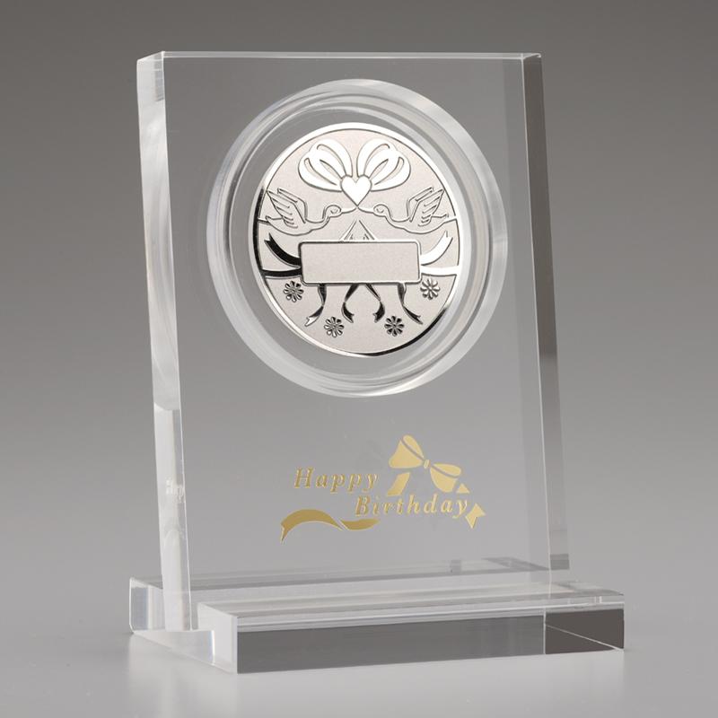 お誕生おめでとう!メダル メダルとアクリルスタンドのセット 純銀製 リボン