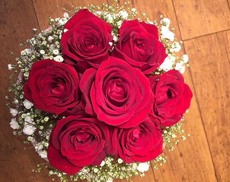 【生花アレンジメント】赤バラとカスミソウのオールラウンドアレンジメント