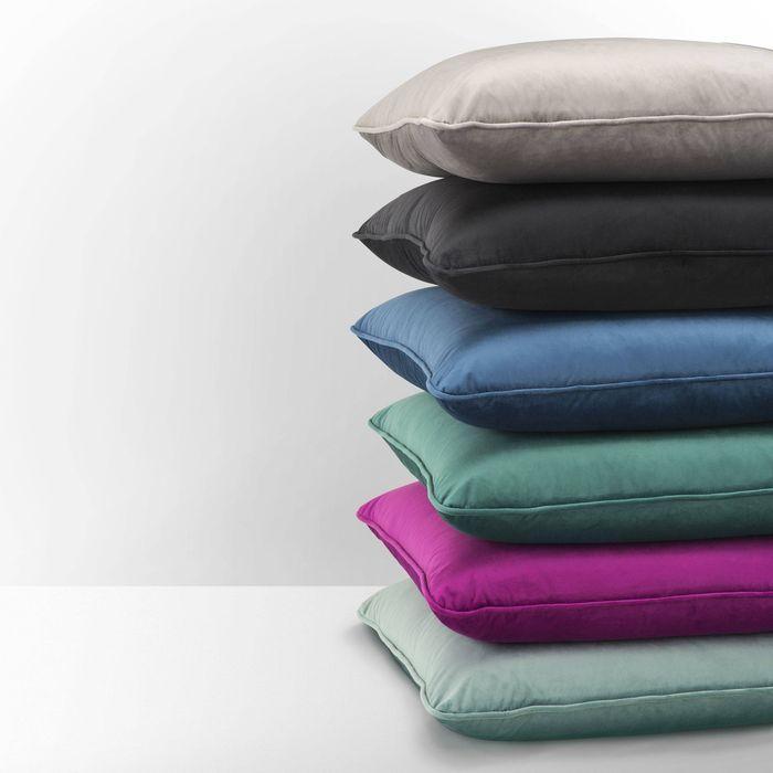 EICHHOLTZ_Pillow roche blue velvet 60 x 60 cm