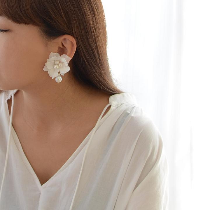 【flowerpetal/ajisai】紫陽花と雫パールのイヤリング[ac171]