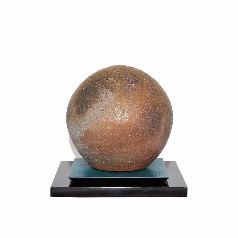 手元供養用ミニ骨壷 備前焼オブジェタイプの小さな骨壺 「天球」敷板・一輪挿し付