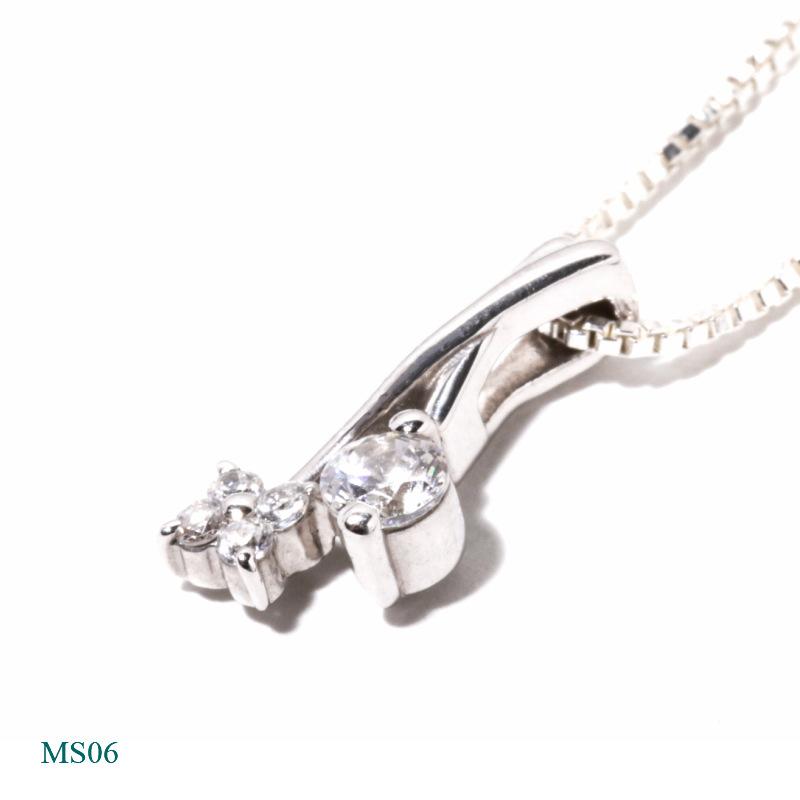 [遺骨ペンダント・樹脂タイプ完全防水]  メモリアルジュエリーMS06 【K18YG/0.11ctダイヤモンドとメレーダイヤ4個で花をデザイン】