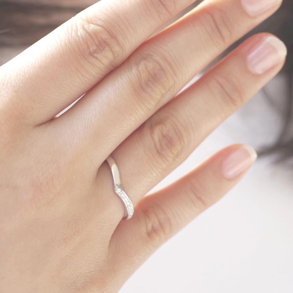 メモリアルリングMR11 地金:Pt900 (プラチナ) 〜遺骨を内側にジェル封入する完全防水の指輪〜