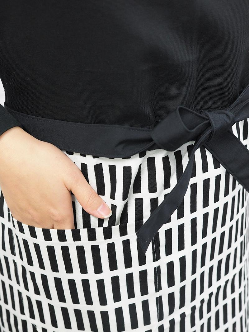 美姿勢へ導いて骨盤をサポートするエプロン(黒×黒格子)