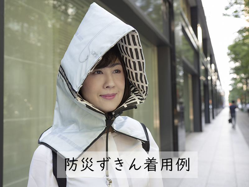 防災頭巾になるクラッチバッグ