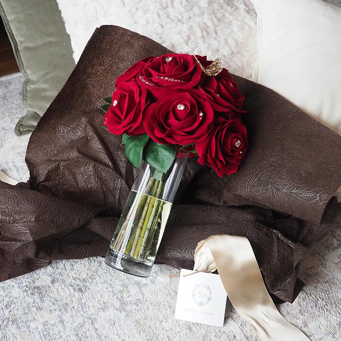 12本の赤バラの花束と花瓶セット