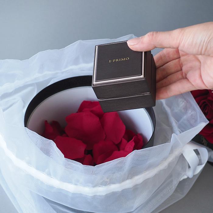 【サプライズ演出】赤バラのサプライズプレゼントボックス