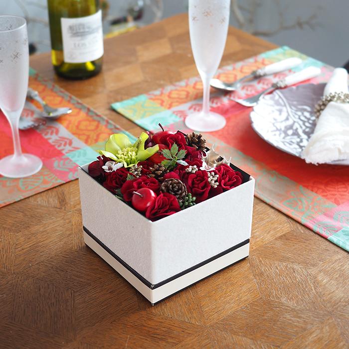 【誕生日・結婚記念日】冬のフラワーボックスギフト(花材お任せ・持ち運び袋付き)