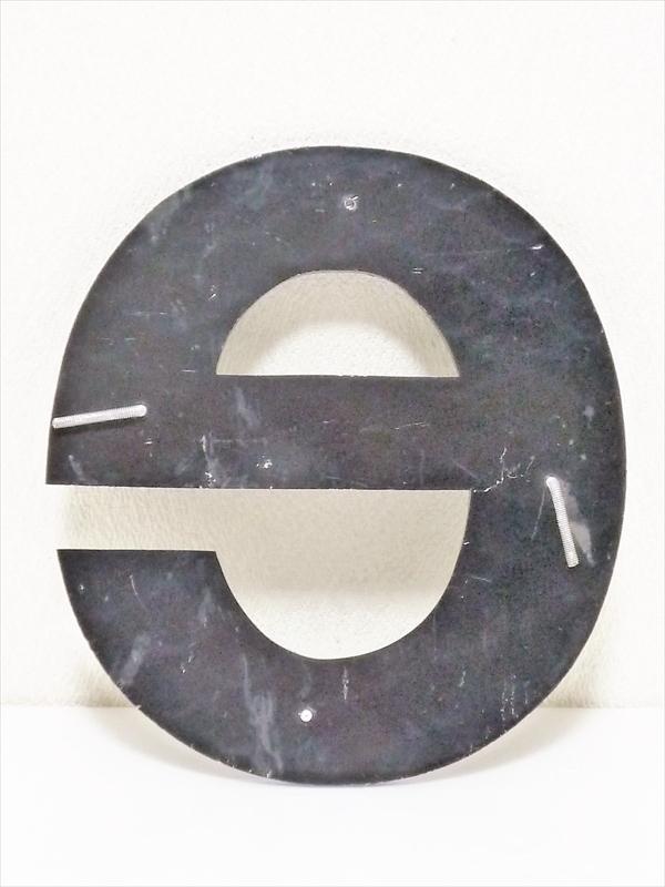 「e」 アルファベット文字サイン