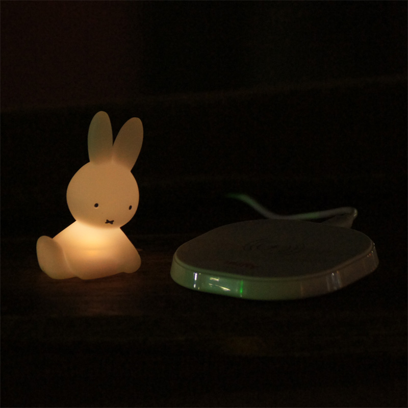 [MF-8261] ミッフィー チャージアンド Qi対応ワイヤレス充電器 [miffy][Dick Bruna]