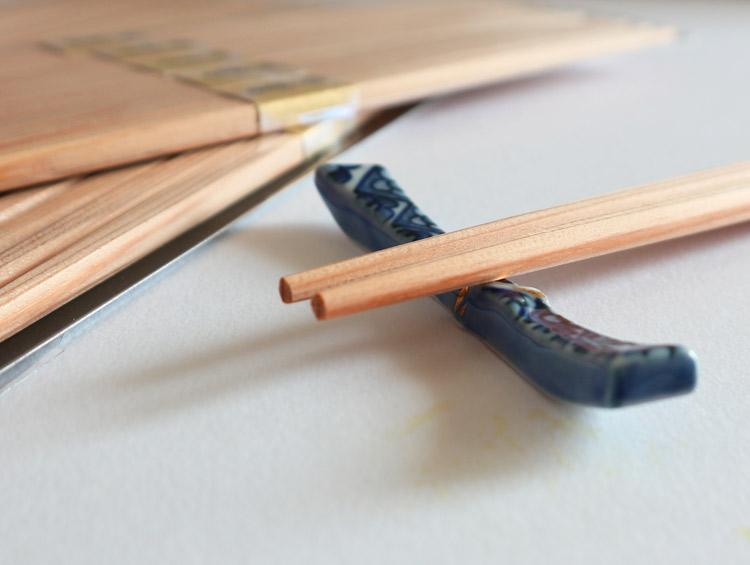 赤味卵中箸26cm 吉野杉箸 赤味柾目五分長 らんちゅう 100膳 ■大月商店