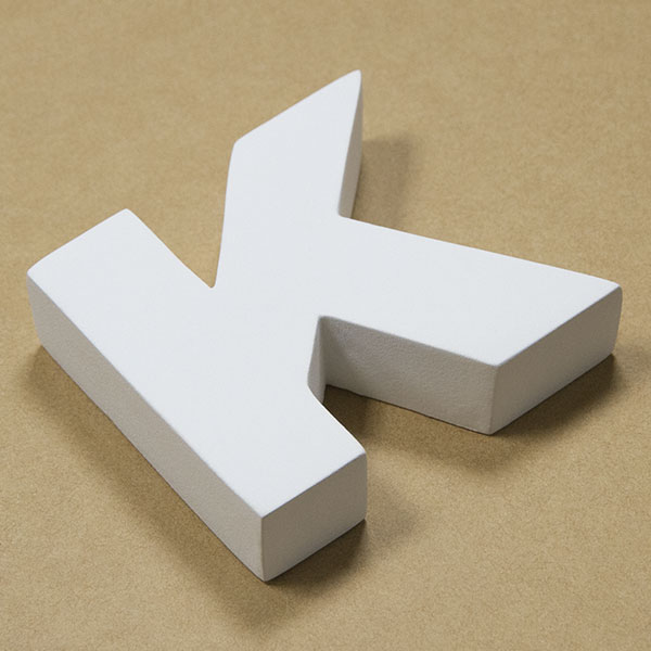 【NFRC0K-SMALL】 アルファベットオブジェ FRP製 K 小 77×86×22mm