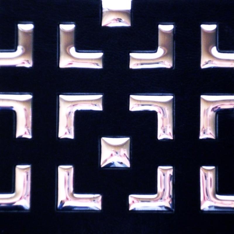【NDCB008-2】壁面装飾パネル ABS樹脂製 サンプロント ブラック&シルバー 裏面シール有り 1/2カット 1470×1000mm