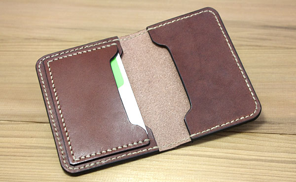 栃木レザー カードケース二つ折り【お好みの革色糸色選べます】【ゆうパケット対応】
