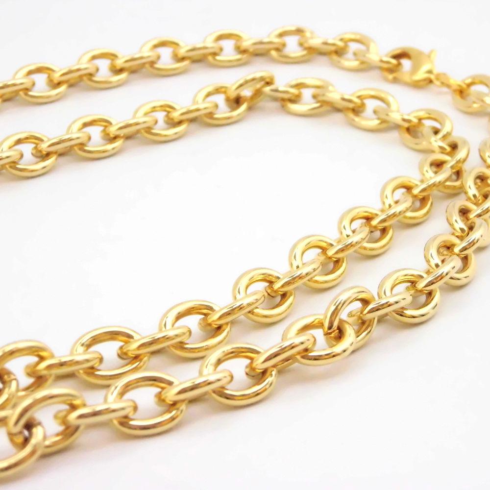 ゴールドチェーンの極太ネックレス