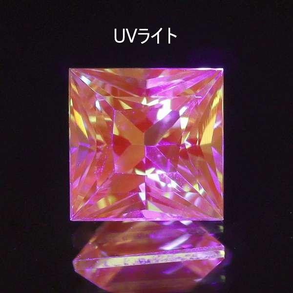 天然ミントガーネット 0.88ct 【プリンセスカット】 UVタイプ タンザニア