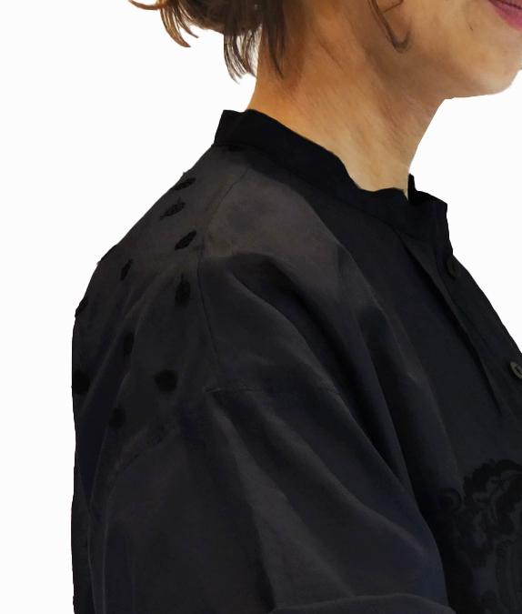 涼しく羽織る夏のぼたんボタン刺しゅうトップス