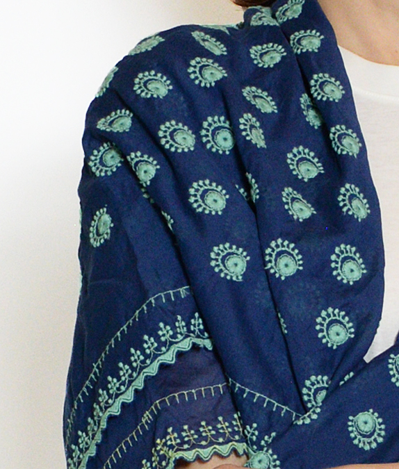 つぶつぶ刺繍のショール