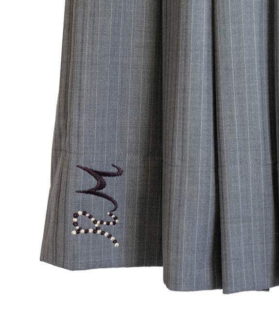 すっきりシルエットのプリーツスカート