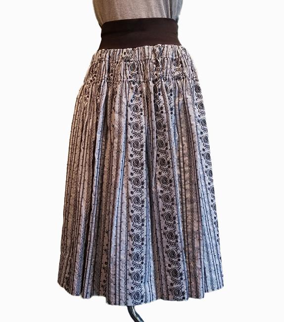 永遠のバラ刺繍ギャザースカート ウエスト下の工夫で安心シルエット
