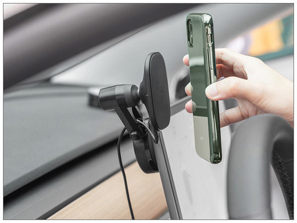 moshi SnapTo Universal Car Mount with Wireless Charging (Black)【ポイント10倍】【送料無料(沖縄県を除く)】