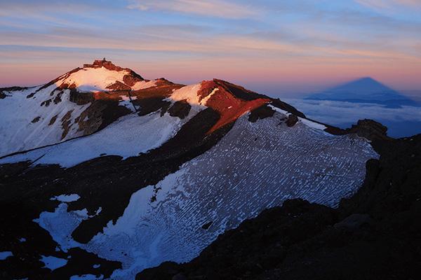 カメラマン 2021カレンダーシリーズ 11 小岩井大輔 「富士山頂上〜神々の世界?〜」